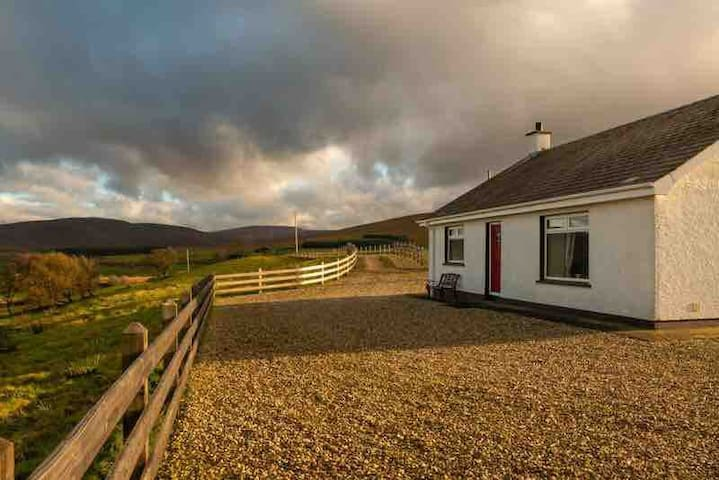 Tamnagh Cottage In The Sperrins