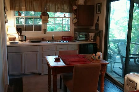 Intimate, secluded small cottage in North GA Mtn - Blairsville