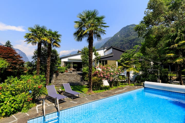 Newly renovated spacious Villa with pool & garden