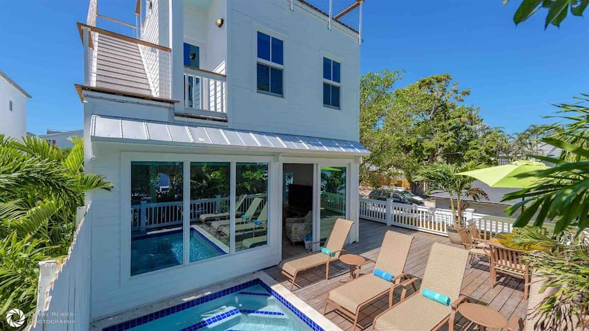 **DANCE OF THE BUTTERFLIES @ SOUTHERNMOST** New Home + Private Pool + LAST KEY SERVICES…