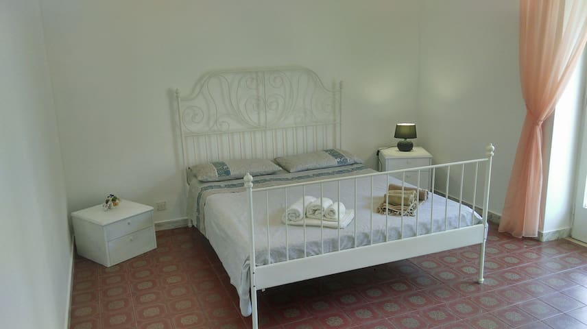 White Room - Beach 350m - Wifi - Private Balcony - Gaeta - Apartment