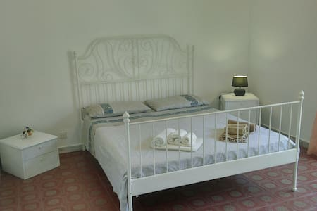 White Room - Private Balcony - Beach 400m - wifi - Gaeta