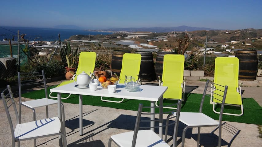 Fascinating sea-mountain view cottage/WIFI/6people - Málaga - Bed & Breakfast