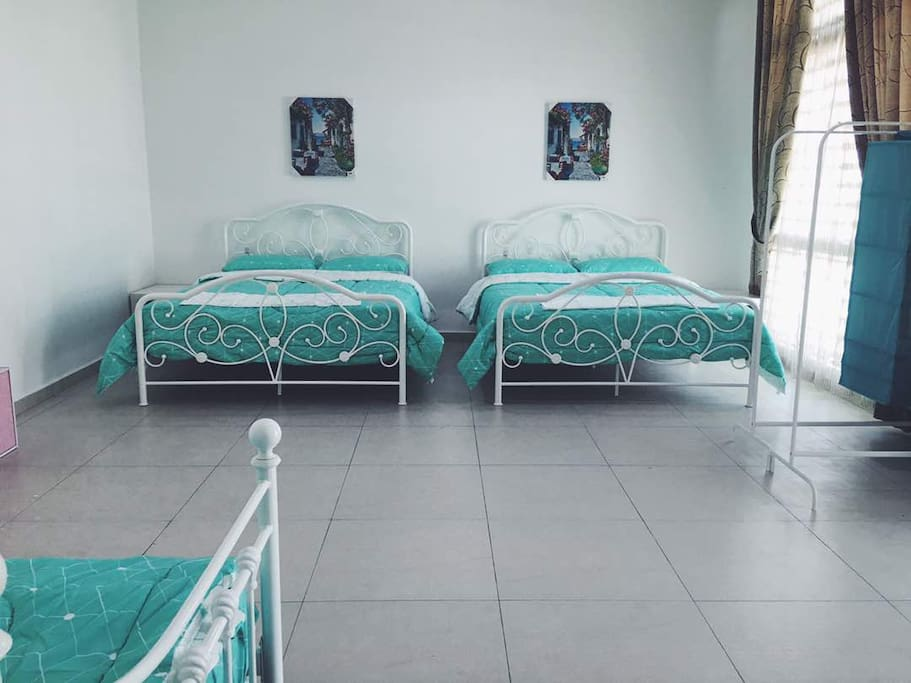 2 Queen size comfy beds and 1 exquisite single bed with high quality matresses and comforters set