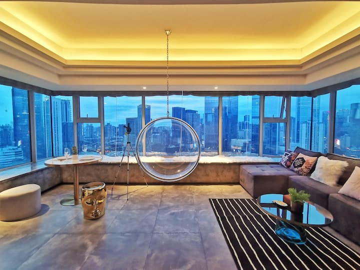 [Qian's House] 艺术工业风朗御俯瞰太古里IFS270度100寸投影