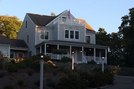 Private Queen Room, access to whole house - Falmouth - Bed & Breakfast