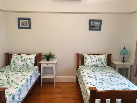 Two Single Beds close to CBD