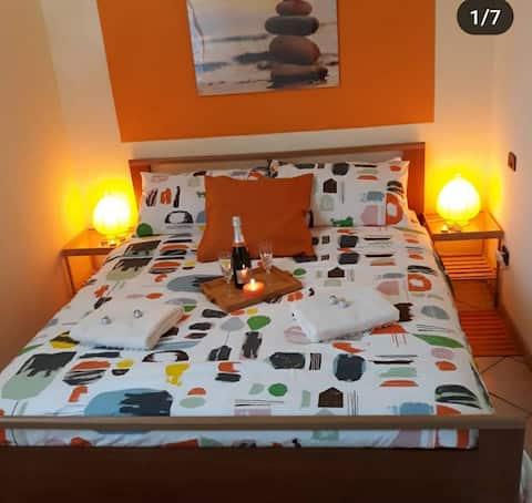 Mquadro Residences - Orange Apartment
