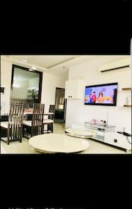 3 bed room modern flat in sector17 mkt faridabad