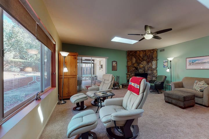 Perfect Sedona retreat w/ firepit, Ping-Pong, & gas grill - dogs welcome!