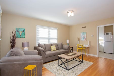 DAKOTA Themed Furnished 1BR Apt in Great Location - Sioux Falls
