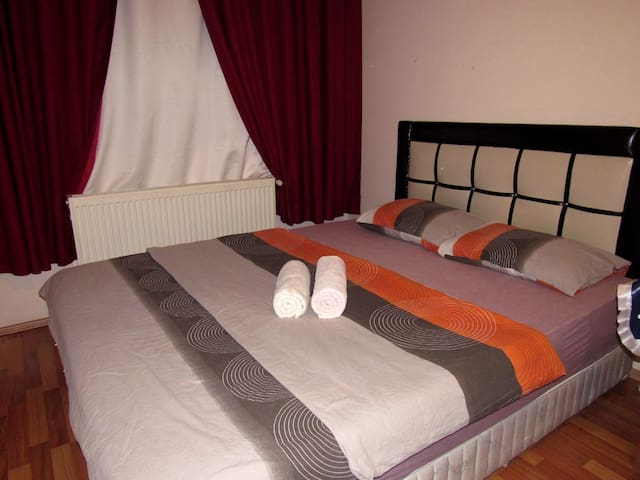Cosy room in Ankara (check my other rooms)