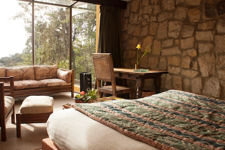 Passiflora (Suite, cama king, chimenea, baño privado con tina, vista maravillosa)