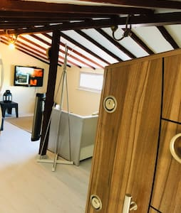 Cosy and modern studio flat