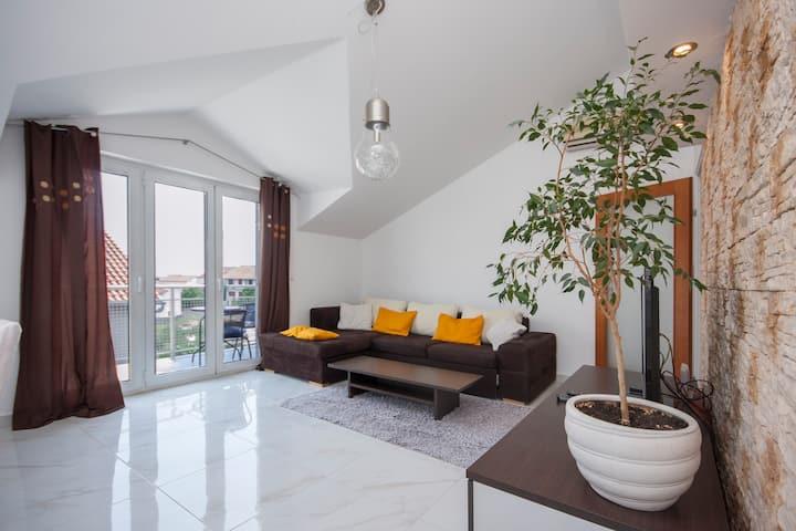 Deluxe Apartment Toni