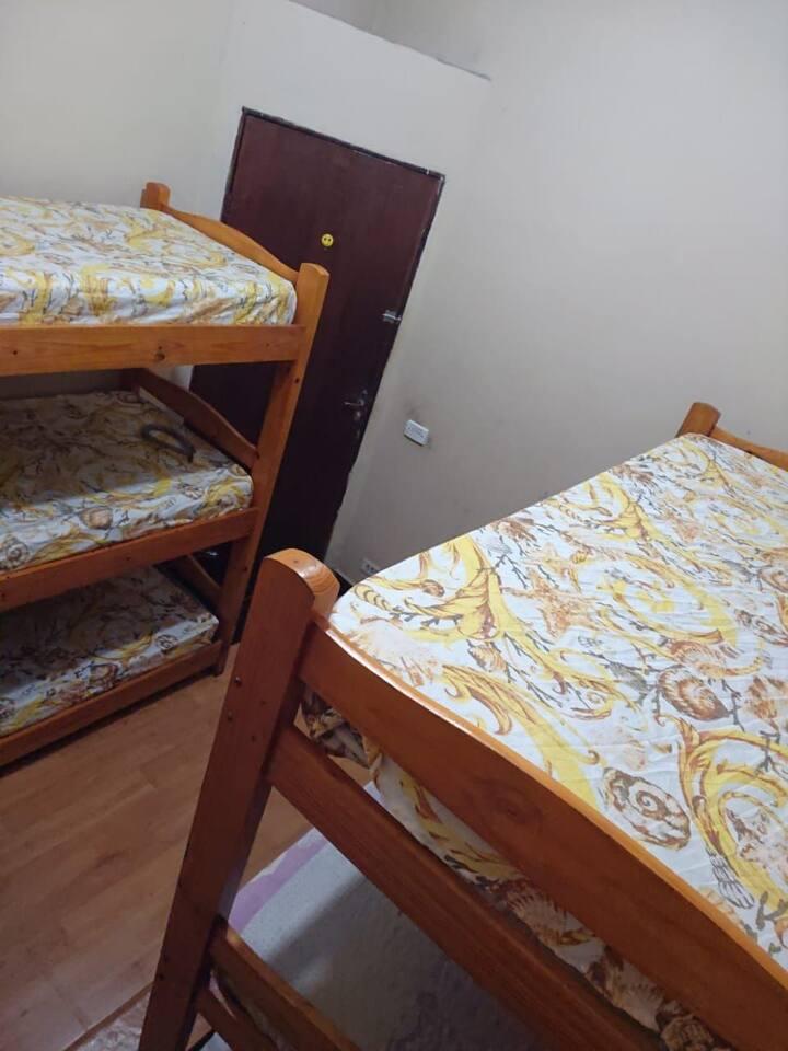 quarto para até 6 solteiros