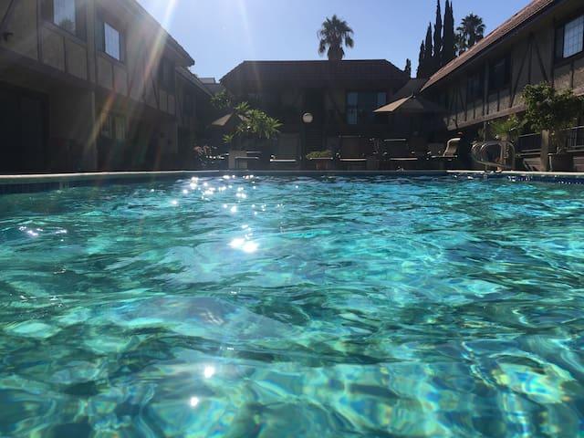 2 Bedroom L.A. Townhome Condo (30 days minimum)