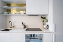 Fully equipped kitchen with hob, fridge/freezer and essentials for cooking