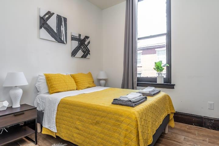 Spring Garden Studio | Free Laundry & Free Parking