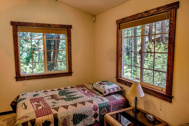 Private,  2 room cottage in the mountains - Crestline - House