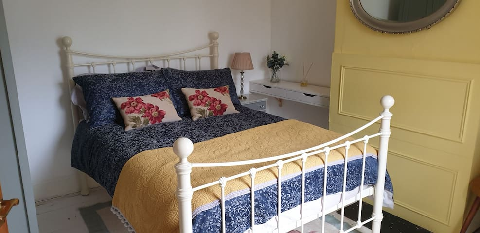 Cosy Victorian Home 5 mins walk from train station