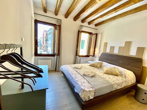 SuiteHouse 2 new Apartment wi fi Venice canal view