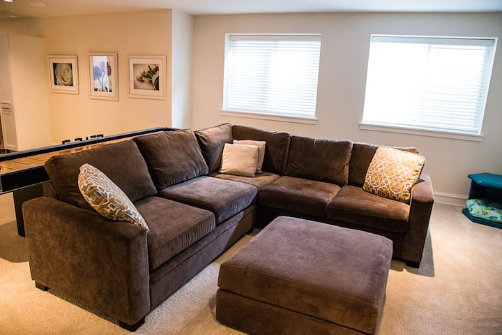Clean and comfy~Home away from home in White Rock