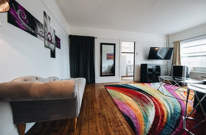 Sleeps 4, Central to Everything, Great Night Life!