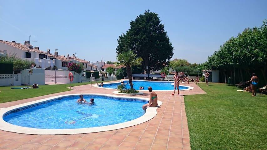 Bonita casa con piscina y jardín - Roda de Berà - Casa
