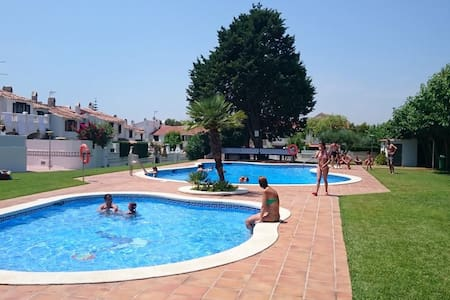 Bonita casa con piscina y jardín - Roda de Berà - Ev