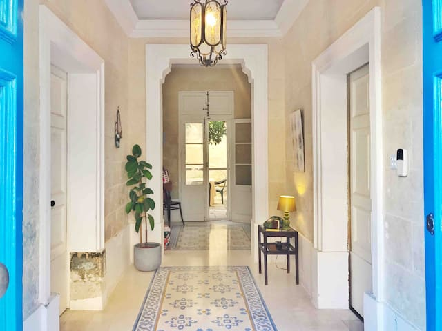 Book now: Charming and central Maltese townhouse
