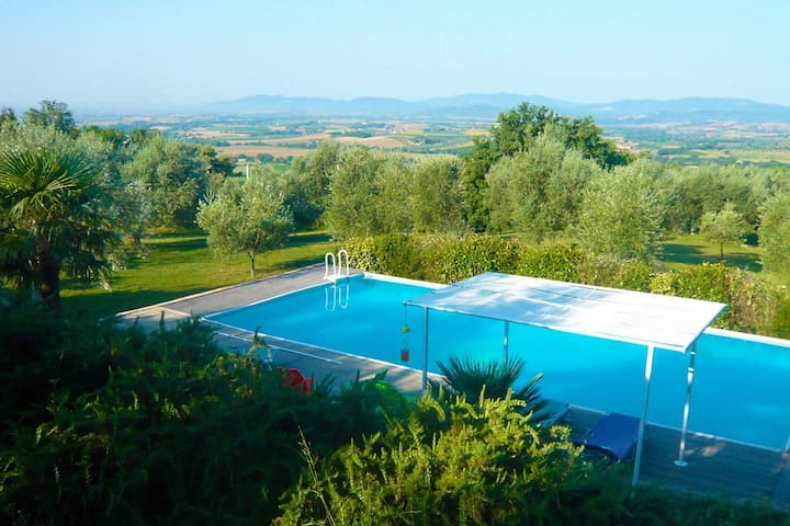 Swimming pool - Panorama - Tuscan Nature