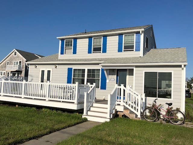 F1609: Bay views! 3BR Home in Fenwick Island - Short Walk to the Beach!
