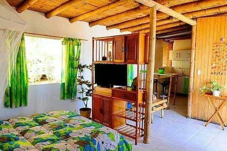 Bungalow Paradise . La Casita Azul - Máncora, Piura, PE