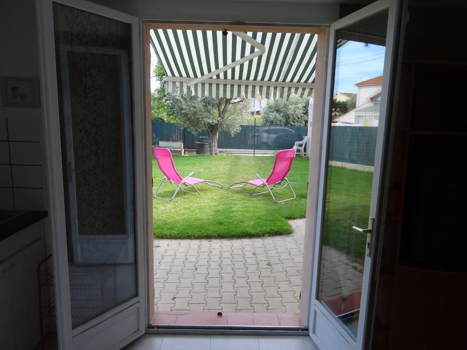 Accès Direct sur la terrasse et pelouse
