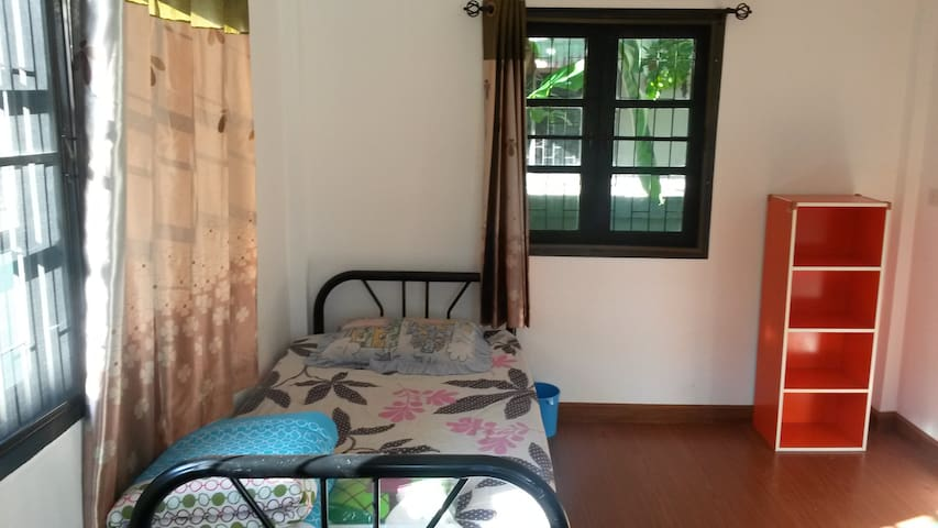 1 minute from the bus terminal  2 - Mueang Chiang Rai - House