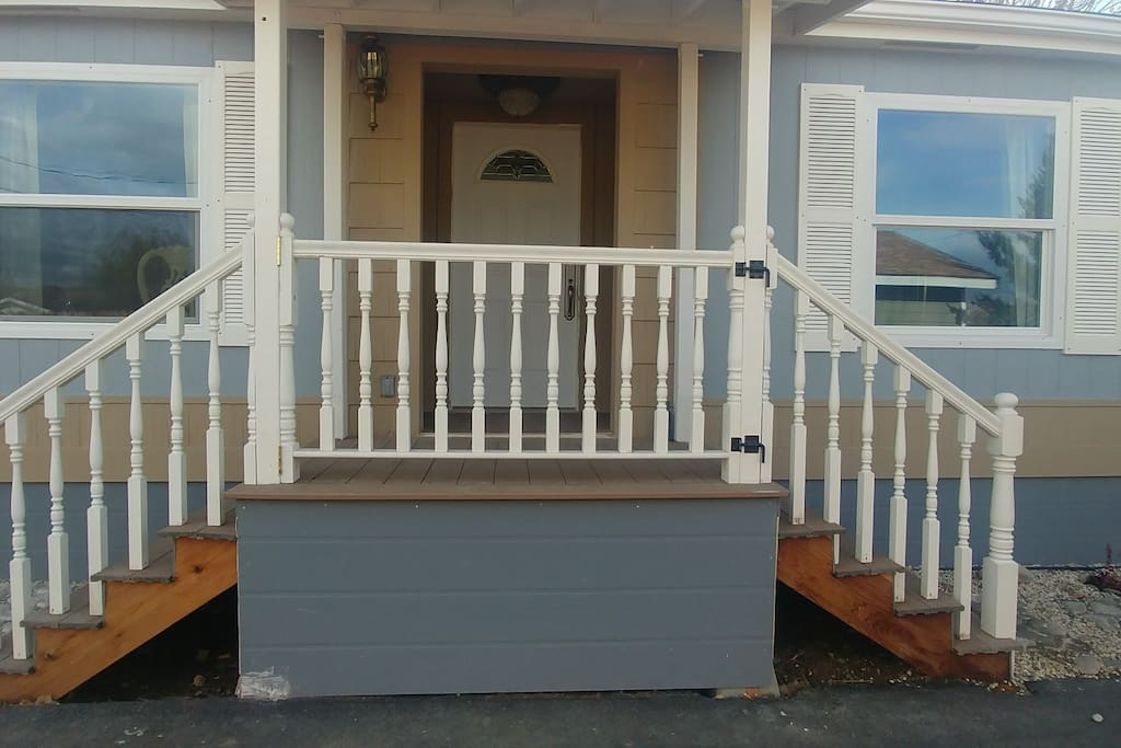 FRON ENTRY with Breakaway railing so as to move furniture in and out easily