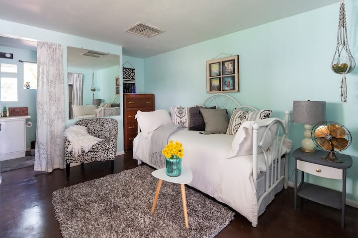 Adorable Private Guesthouse in Historic District