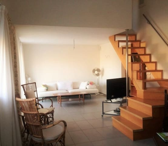 Spacious house near Athens airport! - Kalyvia Thorikou - Hus