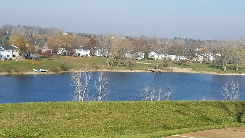 Hill Top Lake View Apartment - Northville
