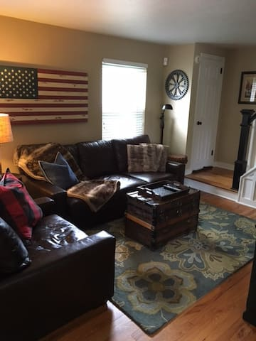 Entire Updated home within walking distance to - Oakmont - Hus
