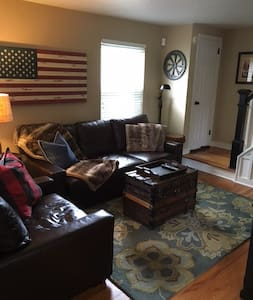 Entire Updated home within walking distance to - Oakmont - Casa