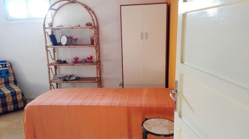 Stanza accogliente in centro bella - Modena - Appartamento