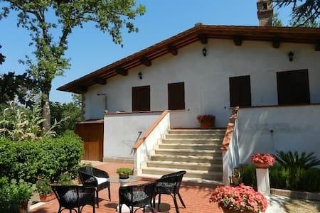 """Camera """"Le rose"""" di Boscodisotto - Rapolano Terme"""
