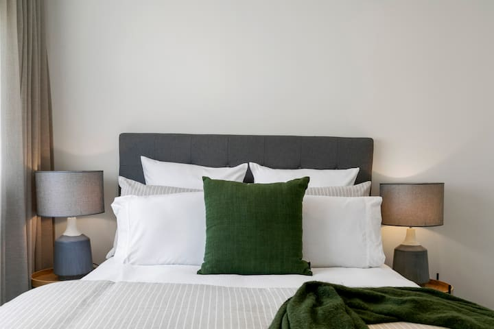 Private Room with En-Suite✩Parking✩Great Location!