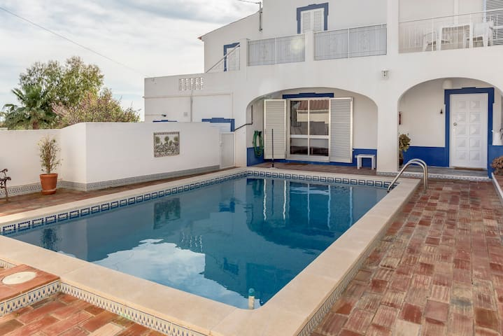 Albufeira Family House with Pool
