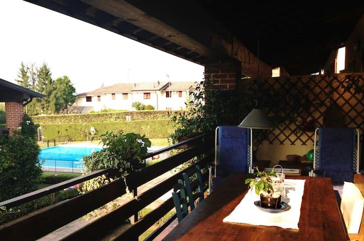 Balcone abitabile con vista piscina