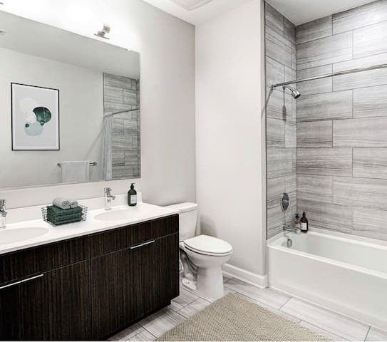 Luxury room in townhouse by D.C. (ARLINGTON BLVD)