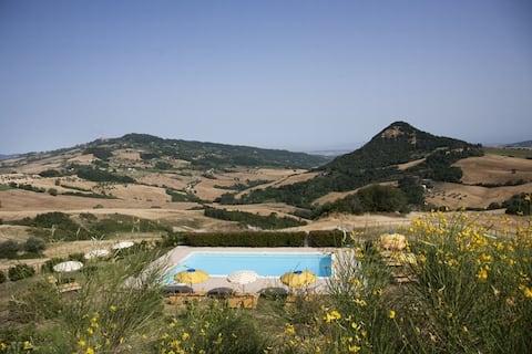 Apartament w gospodarstwie z basenem i widokiem Volterra