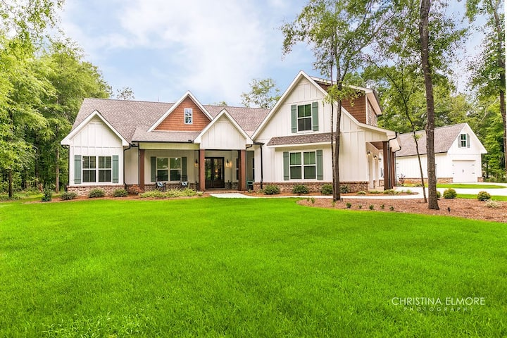 Carolyn's Place - Enjoy this southern dream home!